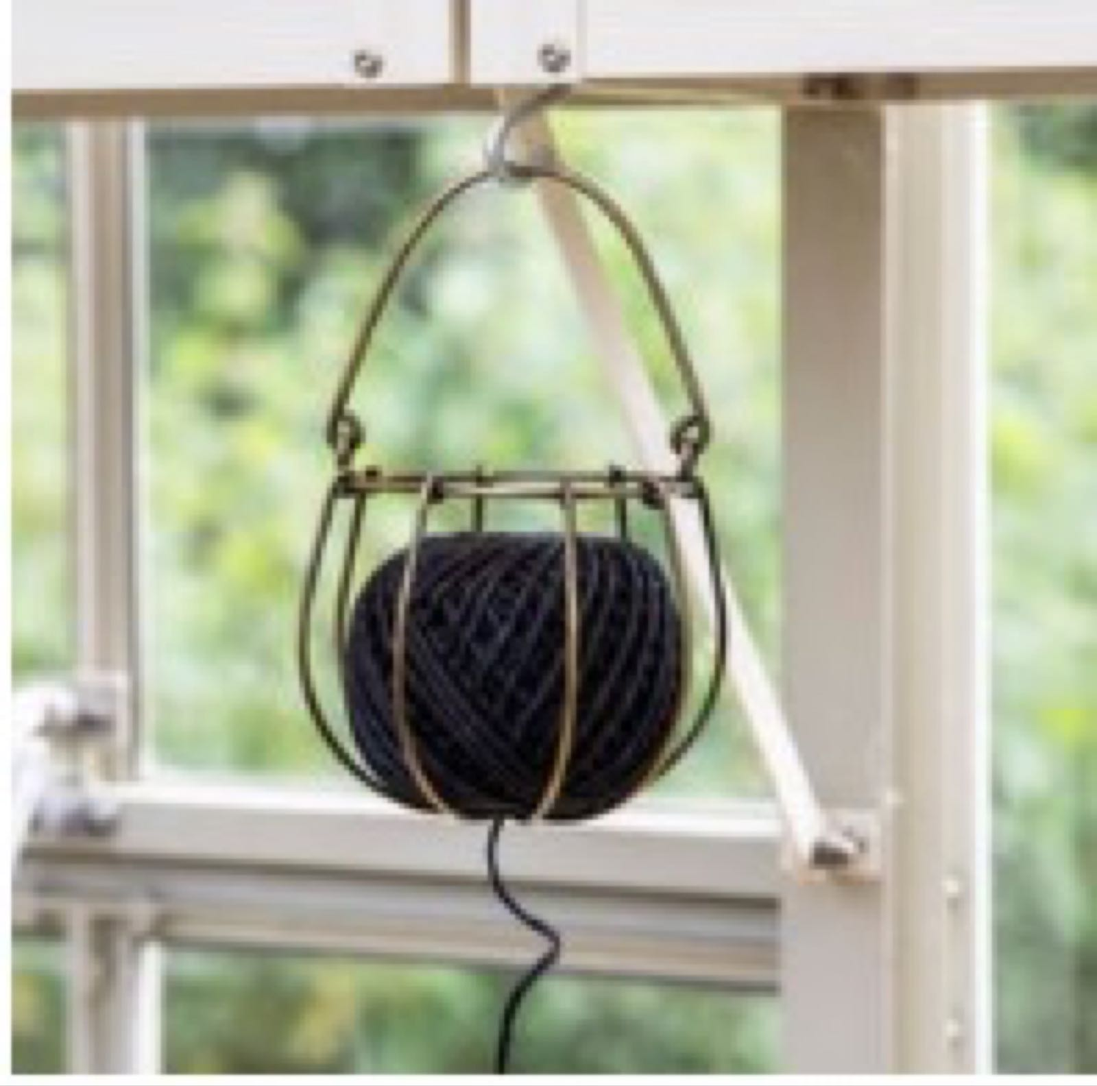 Wirework string holder with string